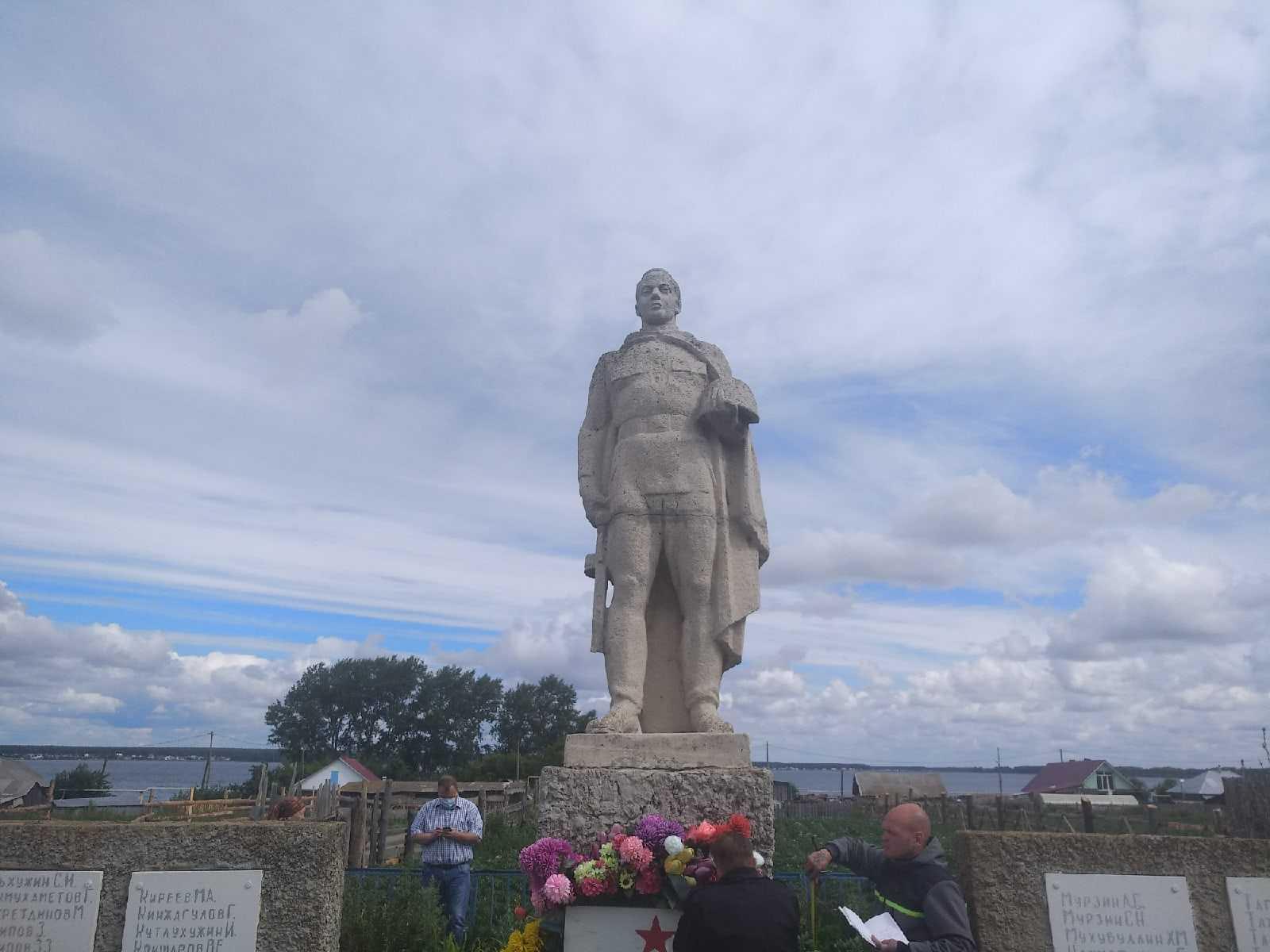 Уникальный сельский мемориал героям войны восстановят на Южном Урале