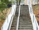 На улице Российской в Челябинске отремонтировано семь лестниц