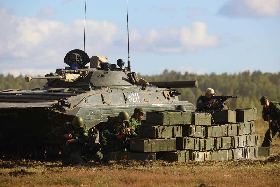На «Броне Танкограда» танки станцевали для зрителей вальс