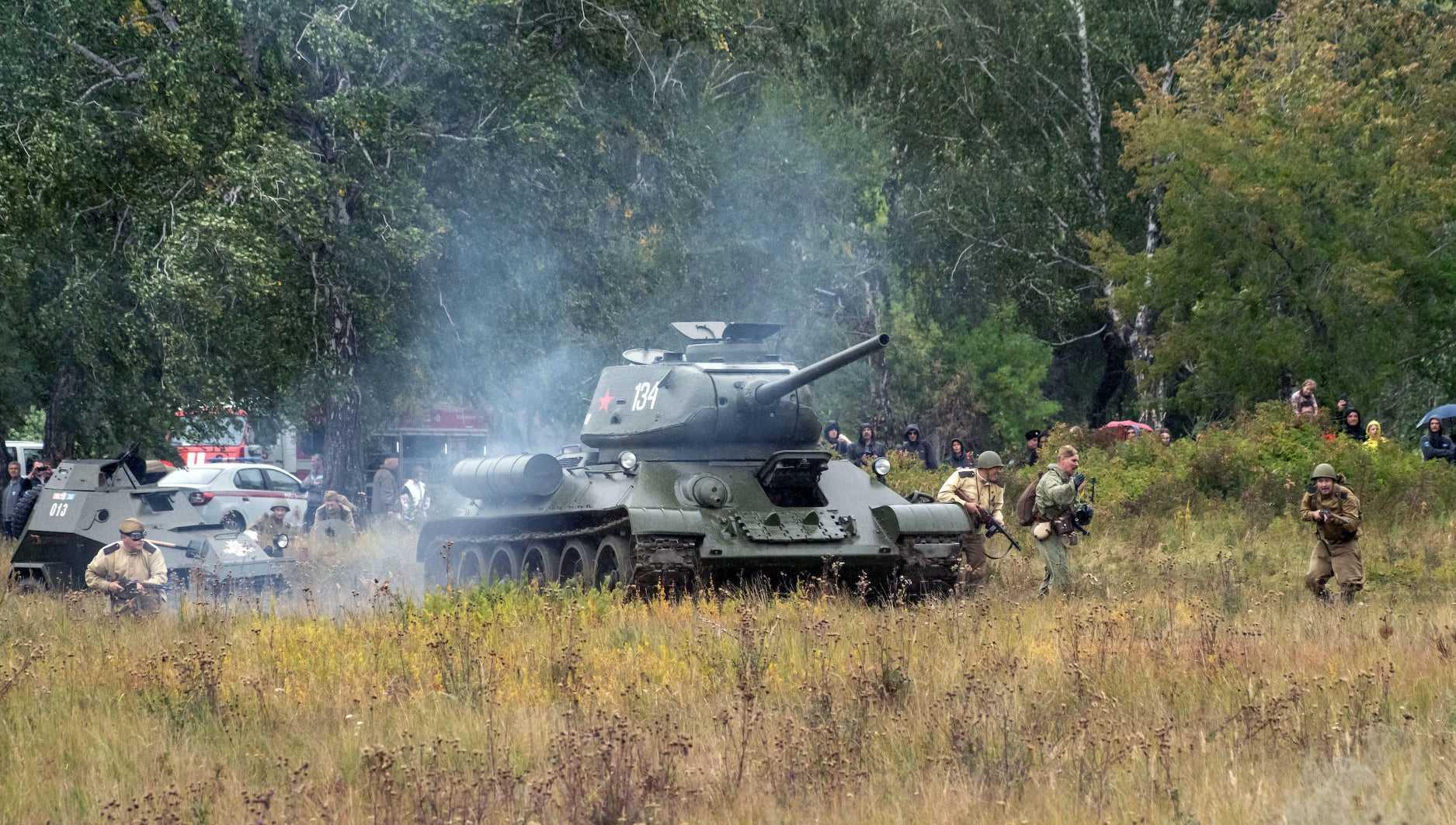 Сто человек вышли на поле боя для реконструкции сражения под Брянском