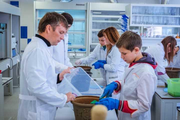 В пяти южноуральских школах будут преподавать ученые РАН