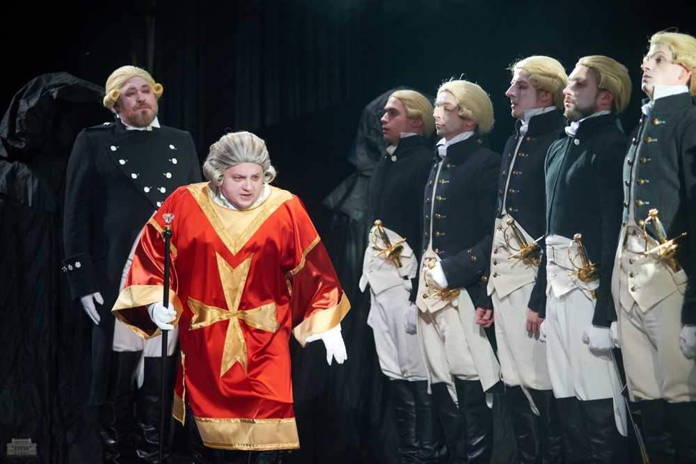 Четыре дня челябинские театралы будут наслаждаться игрой нижегородских актеров