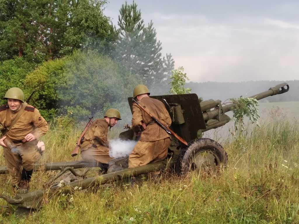 Челябинские реконструкторы поучаствовали в боях под Екатеринбургом