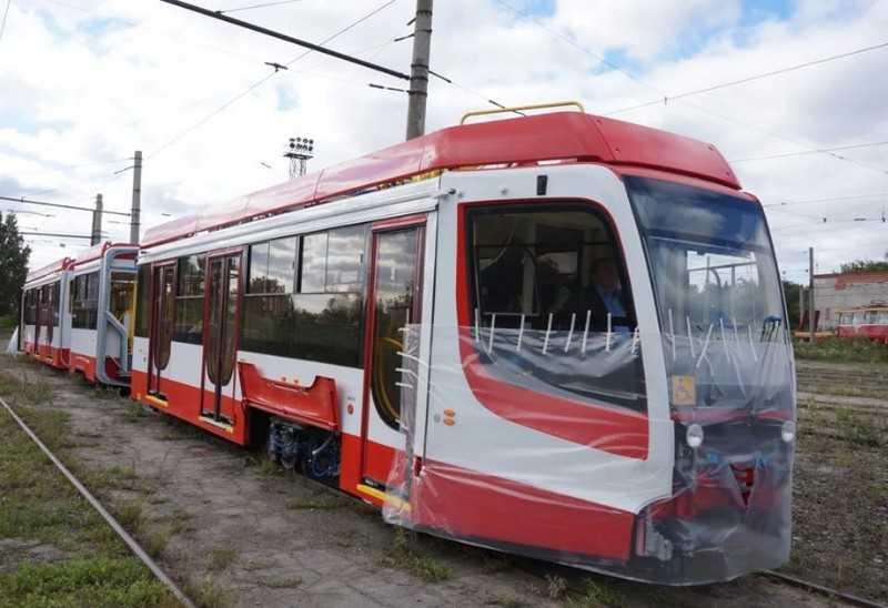 В Челябинск прибыл для испытаний низкопольный трамвай