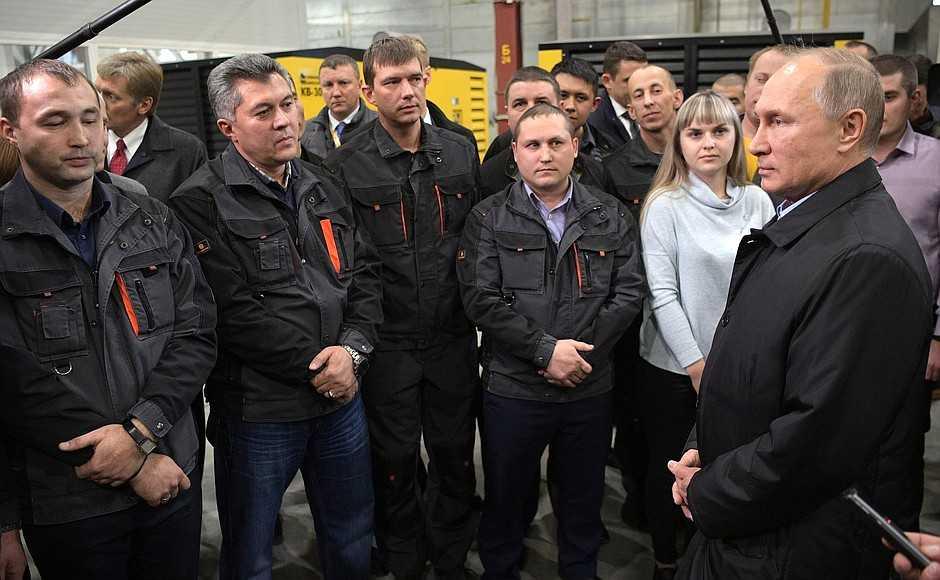 Владимир Путин посетил Челябинский компрессорный завод ипообщался с сотрудниками учреждения